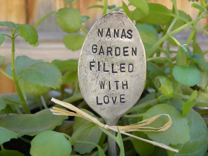 Personalized Spoon Miniature Garden Sign #garden #upcycled #diy #decorhomeideas