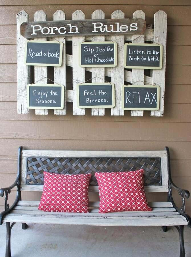 Picket Fence Sign with Chalkboard Accents #porch #wall #decor #decorhomeideas