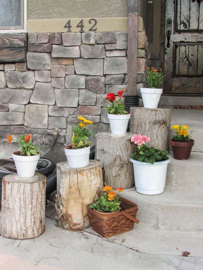 Plant Pots Set on Rustic Stumps #diy #planter #porch #decorhomeideas