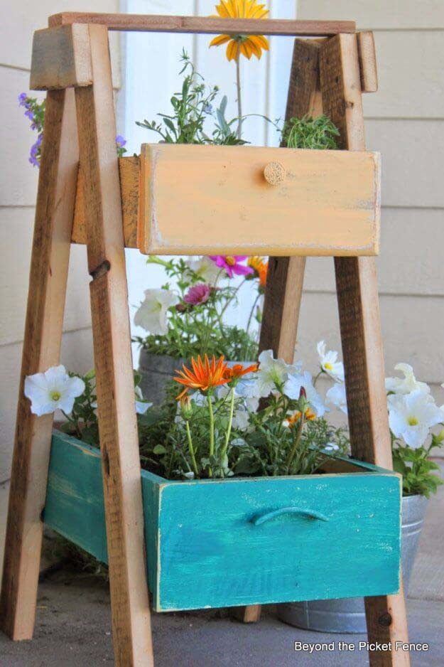 Planter Made of Old Drawers #diy #planter #porch #decorhomeideas