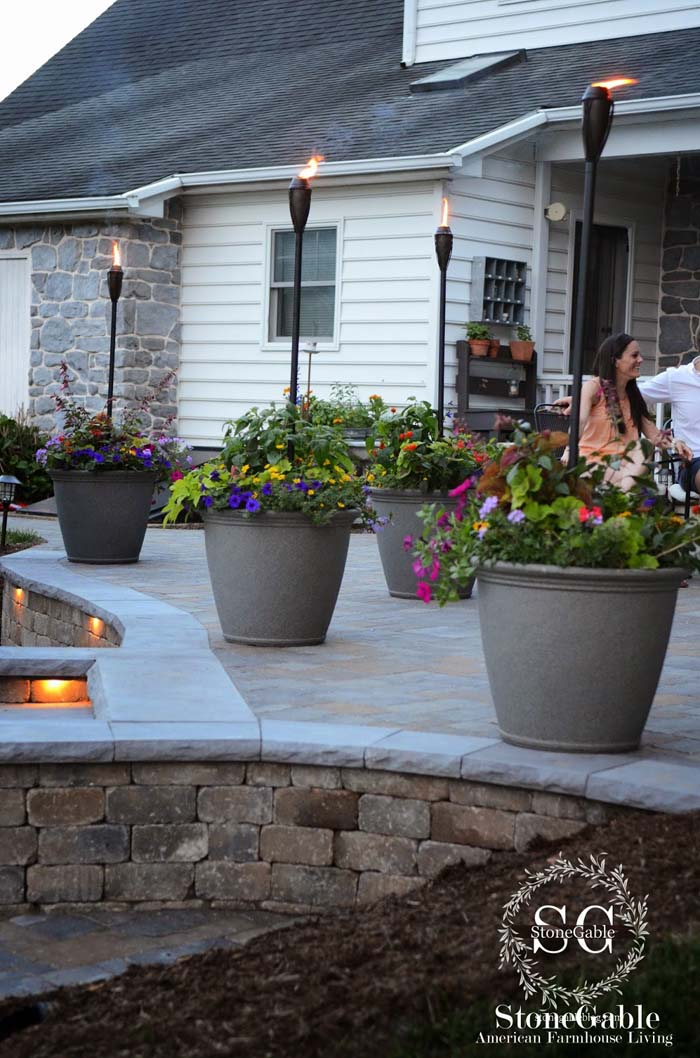 Planter Pots and Tikki Torch #diy #patio #decorations #decorhomeideas