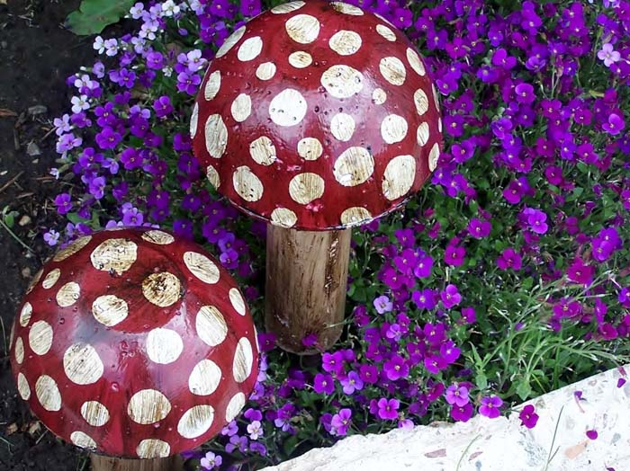 Polka Dot Mushrooms #diy #paint #garden #decorations #decorhomeideas