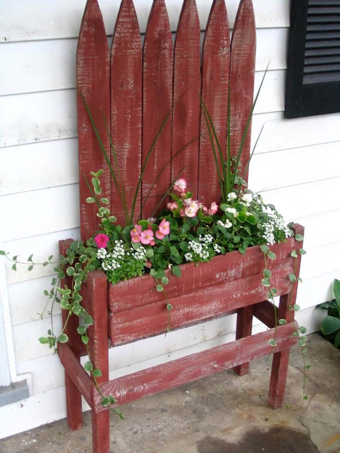 Red Picket Fence Planter #diy #planter #porch #decorhomeideas
