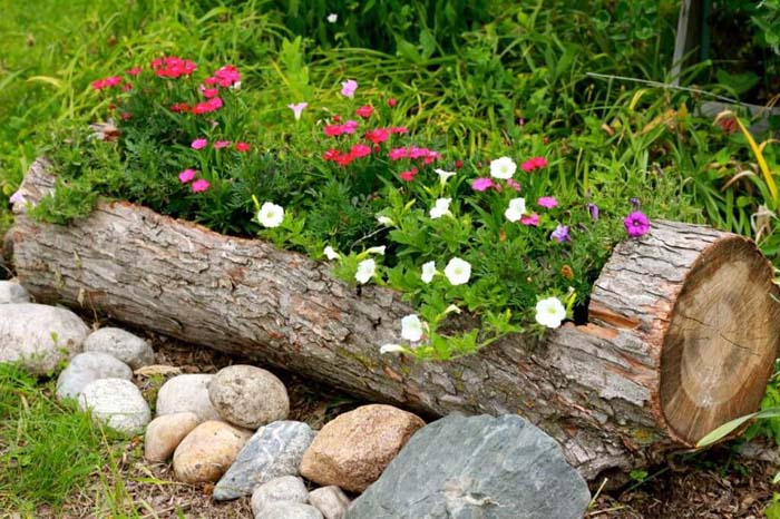 Rustic Log Flower Container #garden #container #planter #decorhomeideas