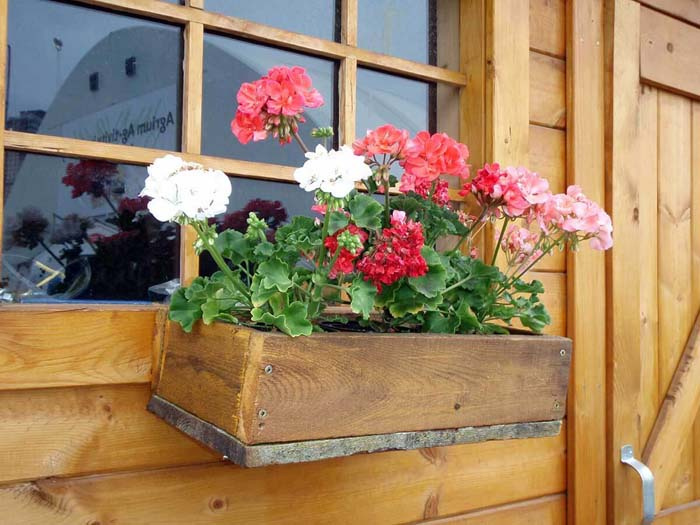 Simple Rustic Wooden Flower Box #planter #box #window #decorhomeideas