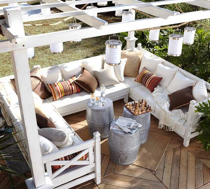 Square Sectional with Keg Tables #diy #patio #decorations #decorhomeideas