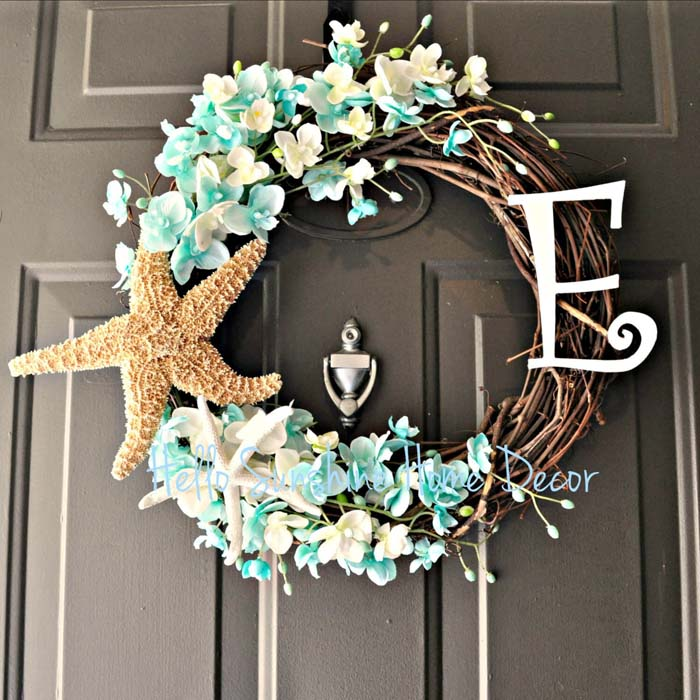 A Starfish Wreath Blooming in the Sun #beach #coastal #decoration #decorhomeideas
