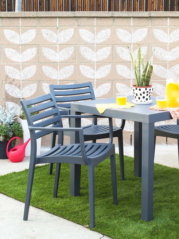 Stenciled Patio Wall #diy #paint #garden #decorations #decorhomeideas