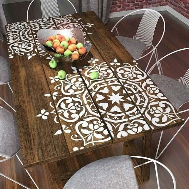 Stenciled Wooden Table and Wire Chairs #diy #patio #decorations #decorhomeideas
