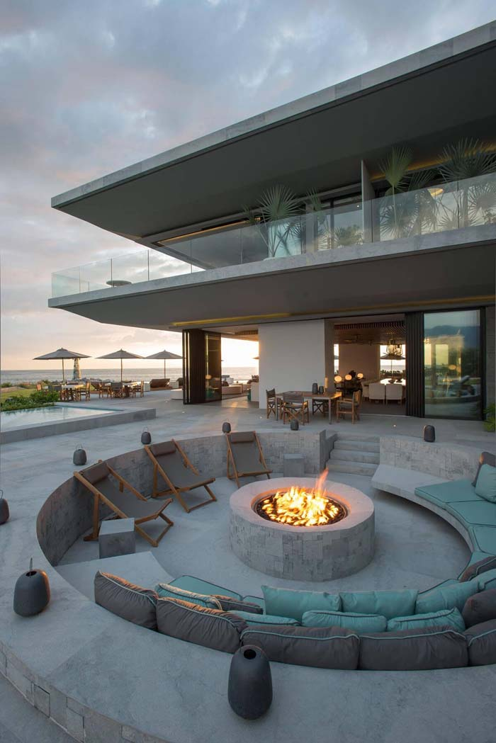 A Sunken Concrete Firepit with Comfortable Seating #diy #round #firepit #decorhomeideas