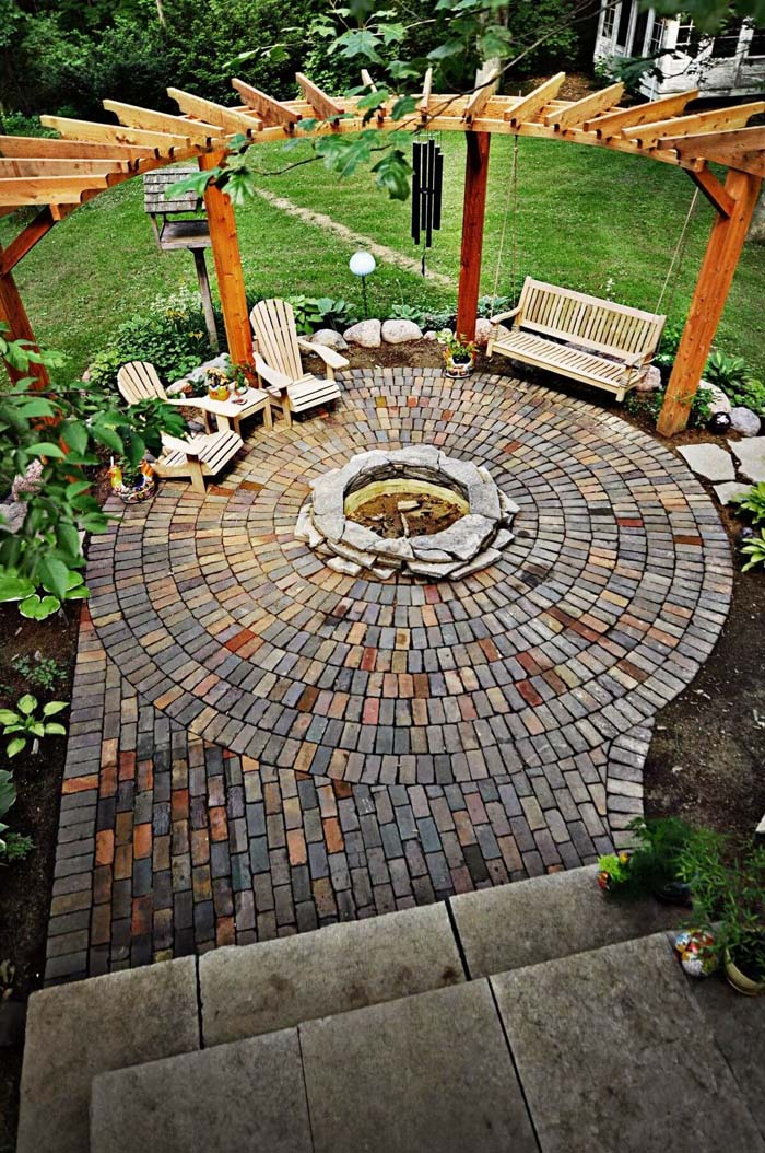 Swinging at the Edge of the Firepit #diy #round #firepit #decorhomeideas