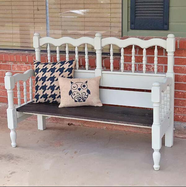 Upcycled Bed to Bench Tutorial #diy #outdoor #furniture #decorhomeideas