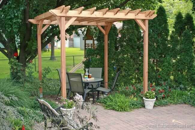 Weekend DIY Pergola Project #diy #patio #decorations #decorhomeideas