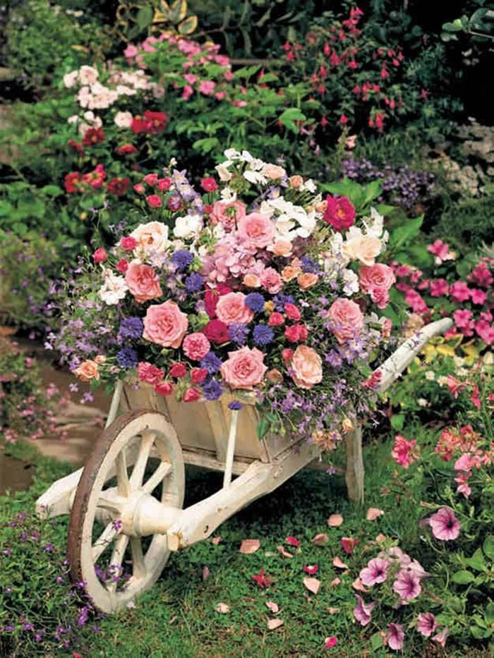 Wheelbarrow Flower Planter #garden #container #planter #decorhomeideas