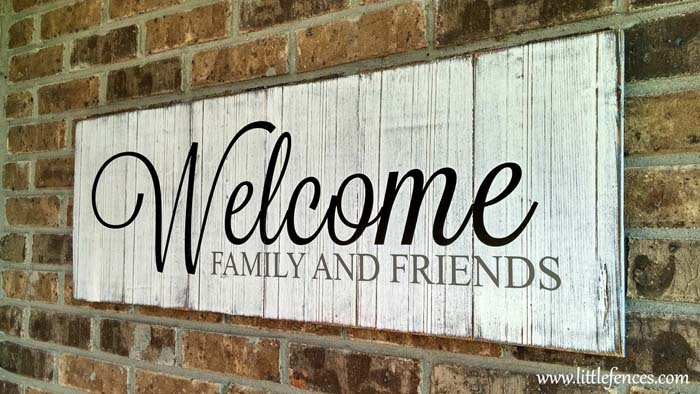 White Painted Welcome Sign #porch #wall #decor #decorhomeideas