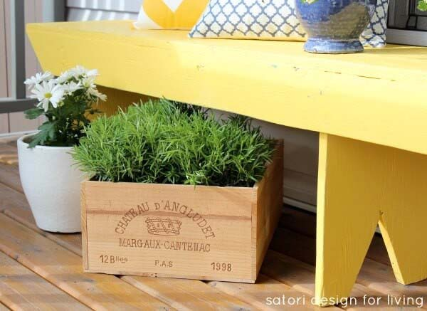Wine Crate Flower Planter #diy #planter #porch #decorhomeideas
