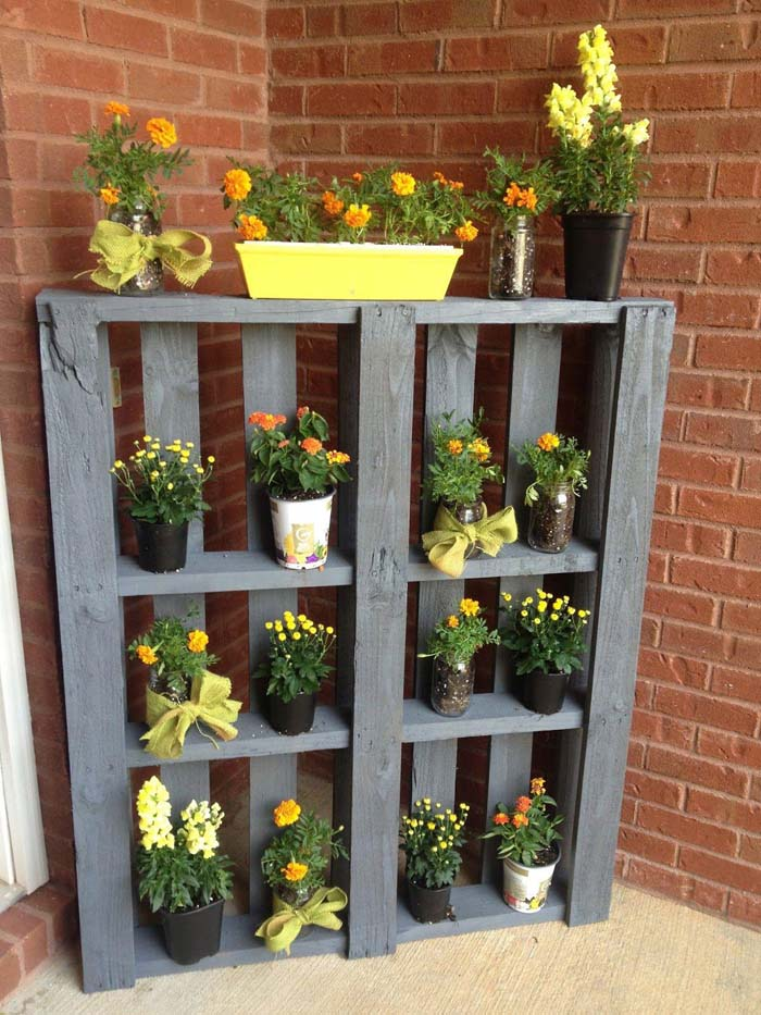 Wood Pallet Plant Shelf #diy #patio #decorations #decorhomeideas