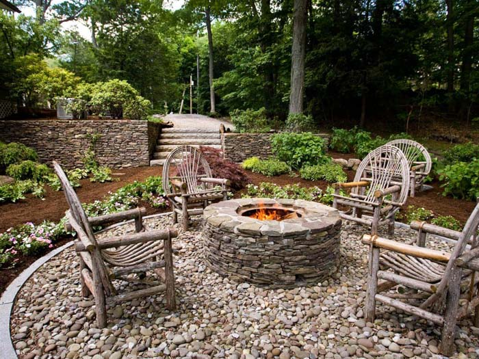 Wooden Seats Around a Stone Firepit #diy #round #firepit #decorhomeideas
