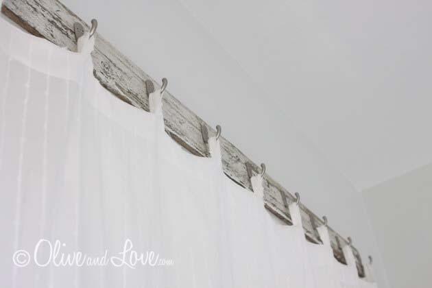 Bathroom Shower Curtains with Reclaimed Wood #diy #window #treatment #decorhomeideas