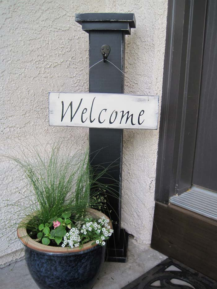 Black Painted Standing Welcome Sign #porch #decorartion #decorhomeideas
