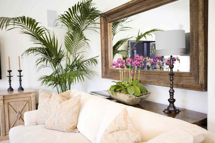 Century Havana Mirror and Tropical Foliage #wall #decor #sofa #decorhomeideas