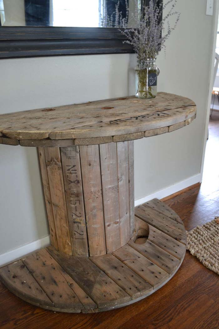 Charming Wooden Spool Table #entry #table #decorhomeideas