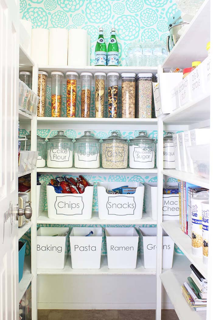 Classy Pantry Organization Ideas with Lettering #pantry #storage #organization #decorhomeideas