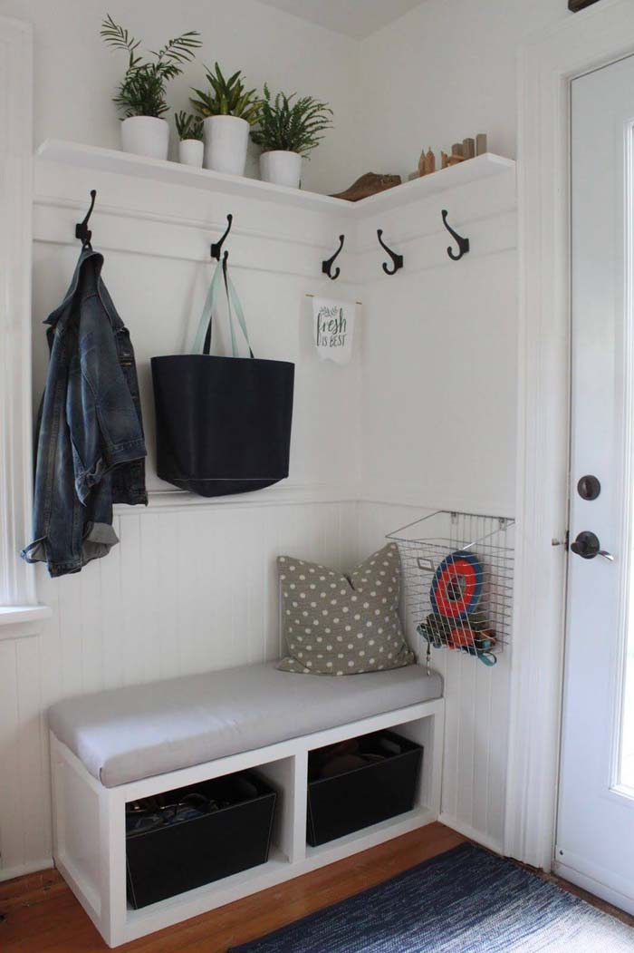 Corner Nook with Built-in Hall #small #entryway #decor #decorhomeideas