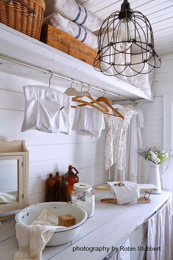 Country White Laundry Room with Hanging Space #small #entryway #decor #decorhomeideas