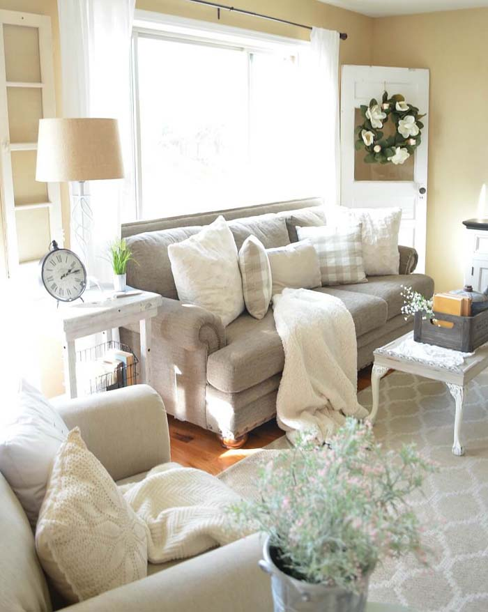 Cozy Farmhouse Style Living Space #livingroom #design #decorhomeideas
