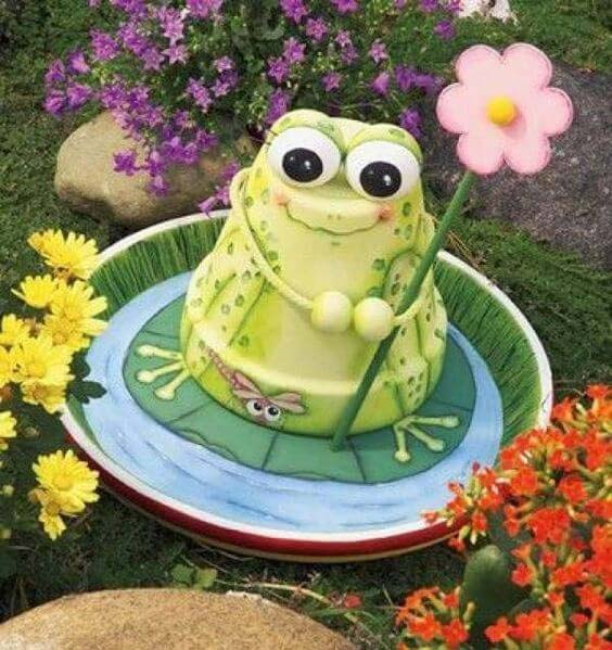 Cute Frog and Lily Pad Garden Decoration #flowerpot #clay #garden #decorhomeideas