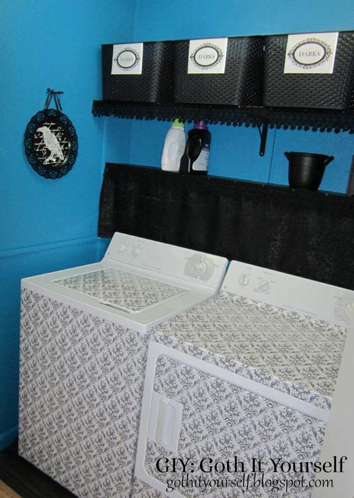 Dark and Moody Laundry Room with Damask Accents #small #entryway #decor #decorhomeideas