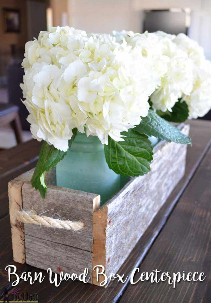 Easy Reclaimed Wood Box Centerpiece #reclaimed #wood #projects #decorhomeideas