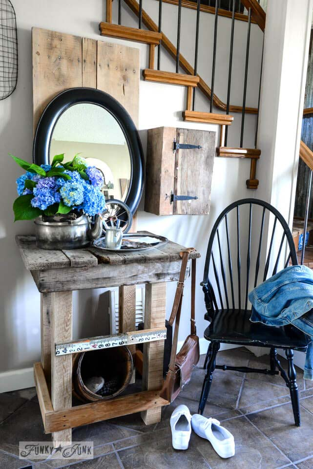 Entry Table Made Of Pallets #entry #table #decorhomeideas