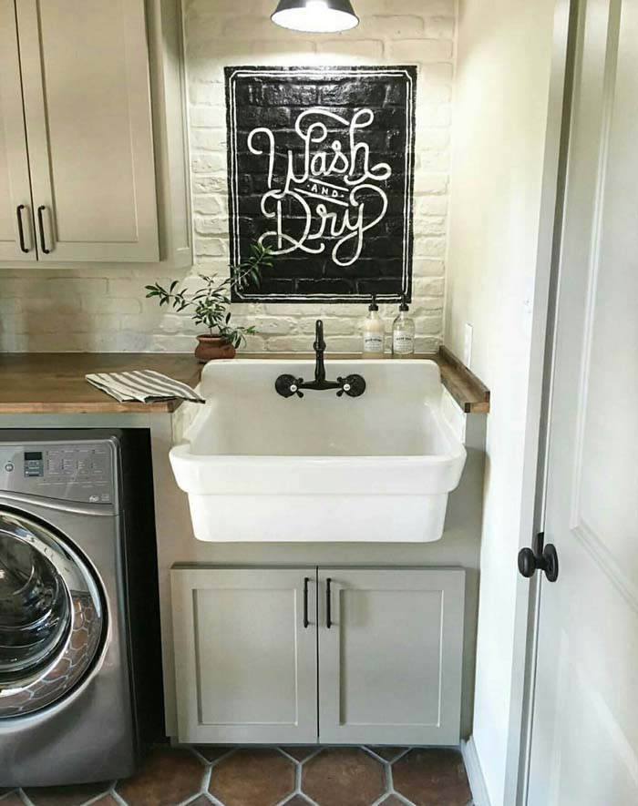 Farmhouse Sink Plus Wash and Dry Sign #laundry #vintage #decor #decorhomeideas