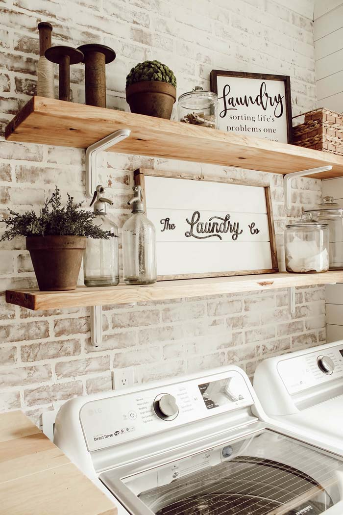 DIY Faux Brick Wall in Laundry Room #laundry #vintage #decor #decorhomeideas