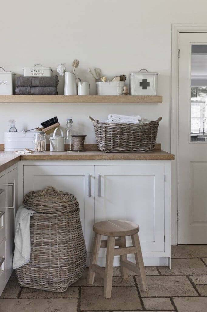 Grey and White Laundry Room with Wicker #laundry #vintage #decor #decorhomeideas