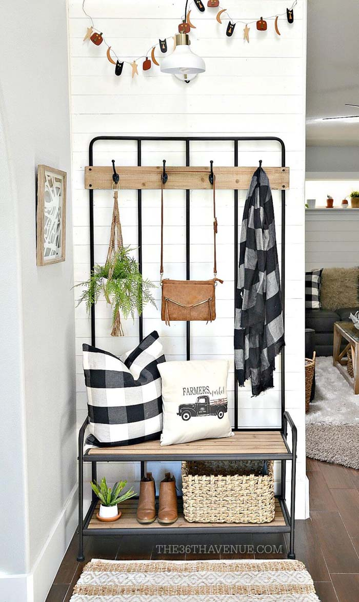Hall Tree in Black Metal and Wood #small #entryway #decor #decorhomeideas