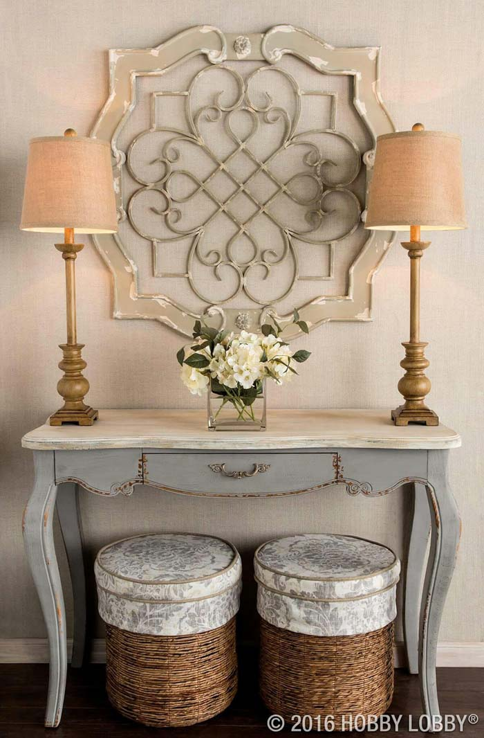 Lamps Stand Sentry to Fresh Flowers #small #entryway #decor #decorhomeideas