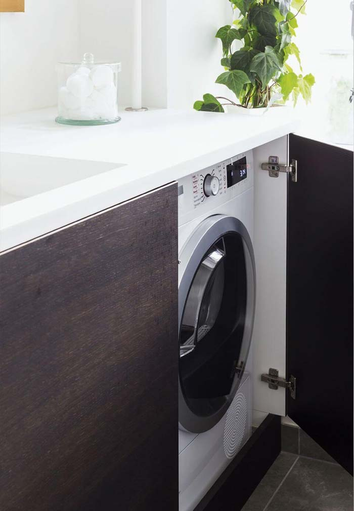 Laundry Room with Hidden Washing Machine #hideaway #projects #decorhomeideas