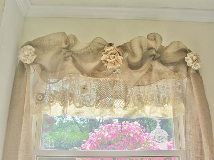 Linen and Lace for an Artsy Shabby Chic Look #diy #window #treatment #decorhomeideas