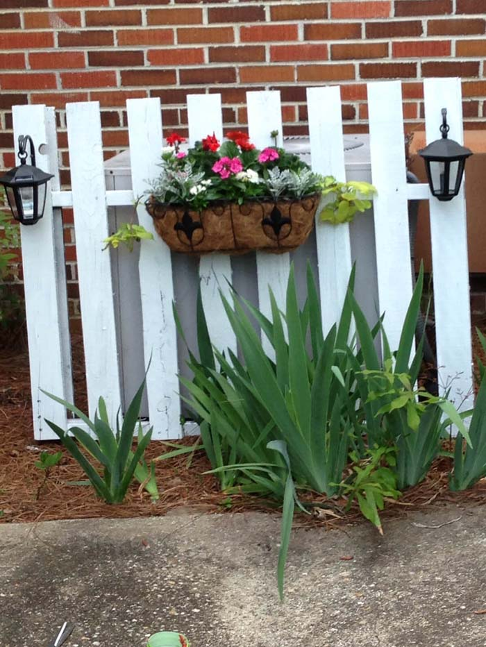 Picket Fence Screens Unsightly AC Unit #outdoor #hiding #ideas #decorhomeideas