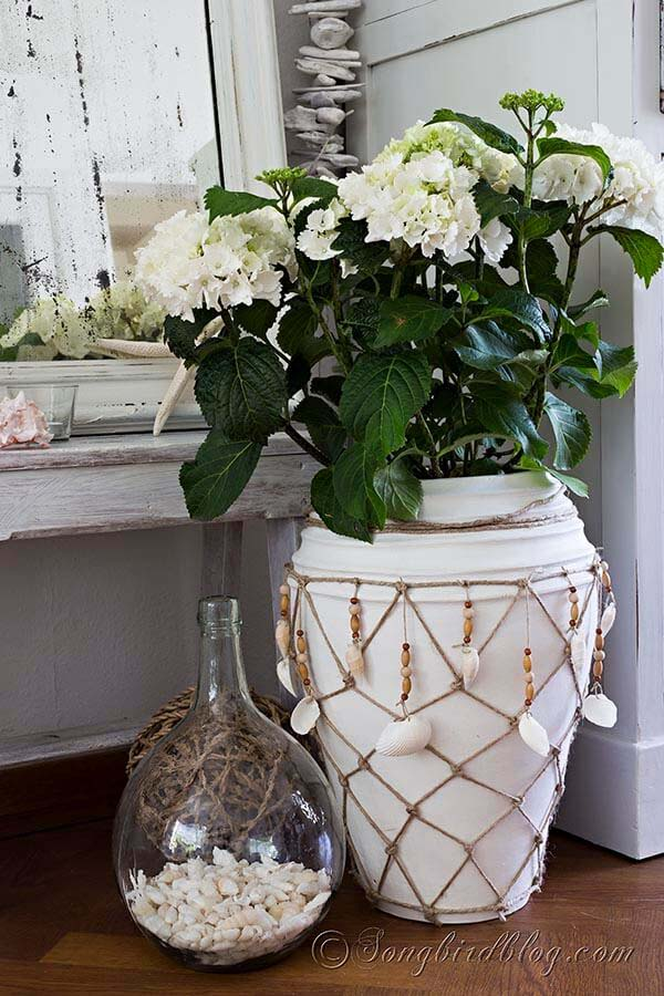 Decorative Planter Rope with Dangling Shells #diy #seashell #decor #decorhomeideas