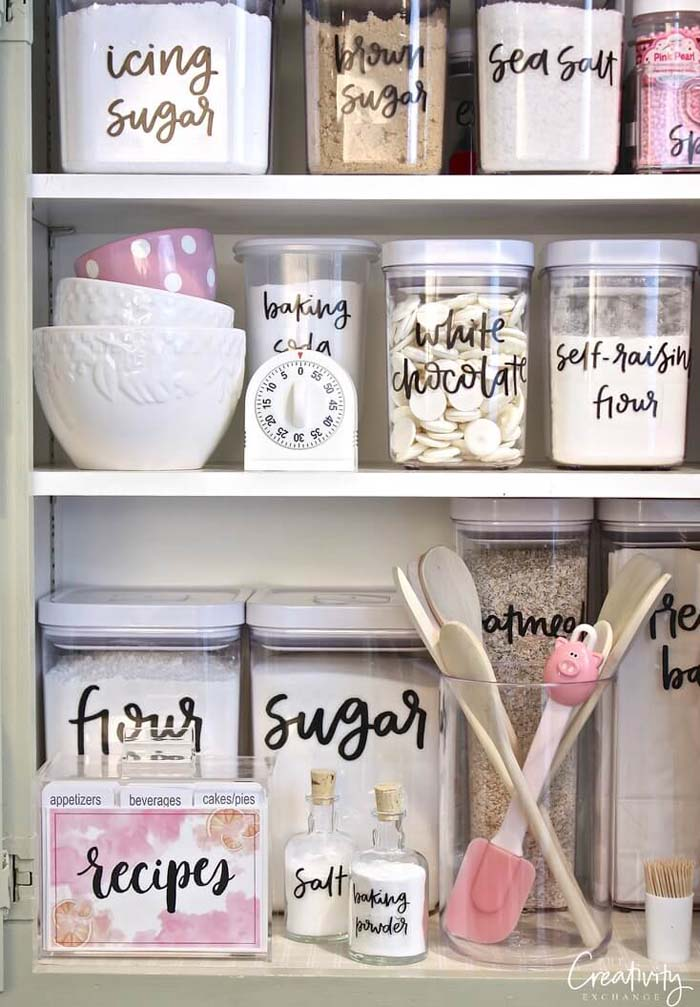 Pretty Vinyl Lettering on Glass #pantry #storage #organization #decorhomeideas