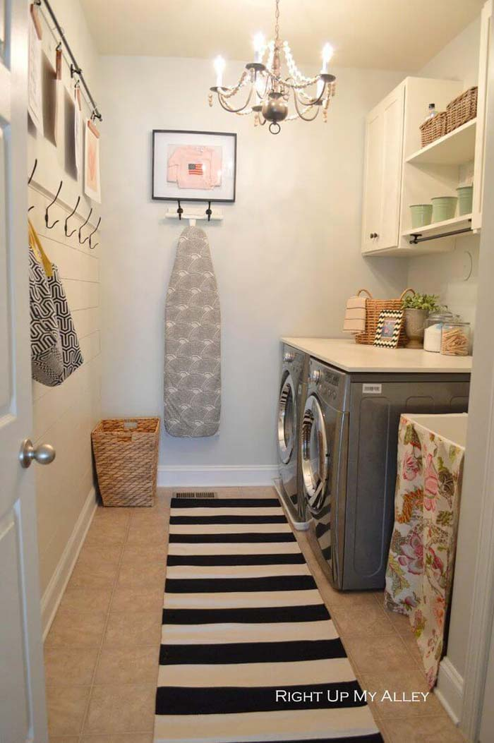 Shabby Chic Laundry Room with Chandelier #laundry #vintage #decor #decorhomeideas