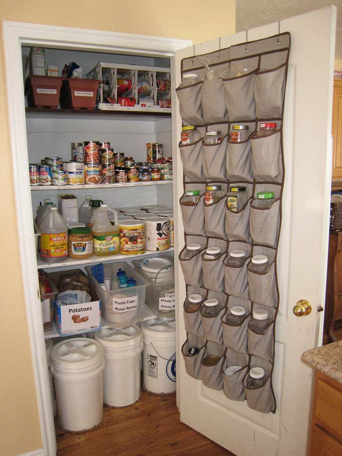 Shoe Organizers Filled With Spices #pantry #storage #organization #decorhomeideas