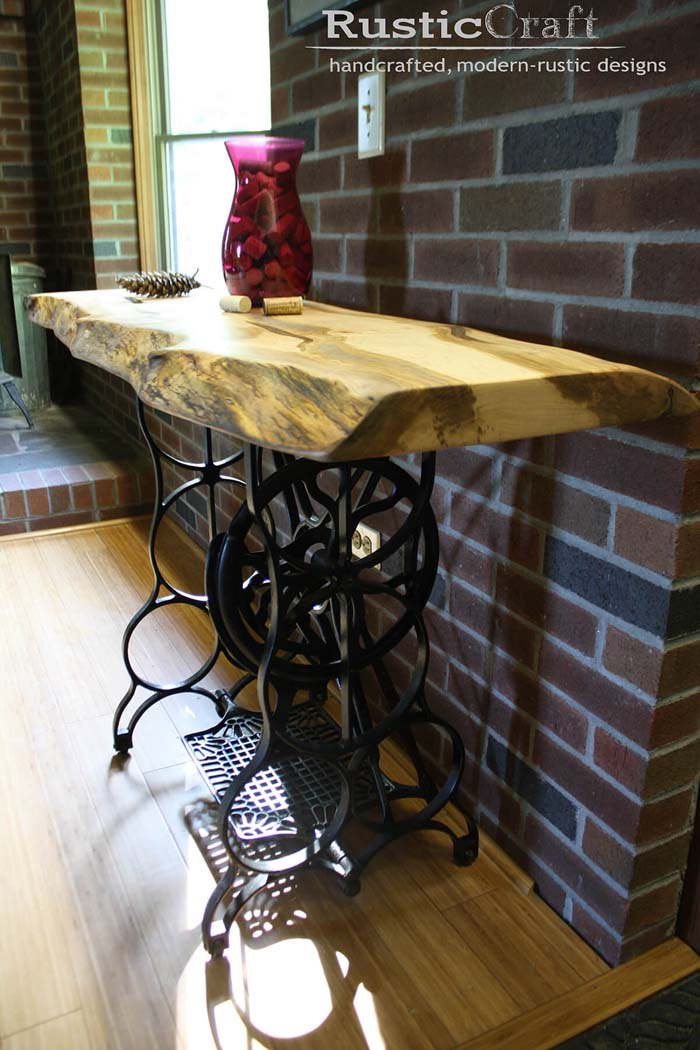 Singer Sewing Machine Style #entry #table #decorhomeideas