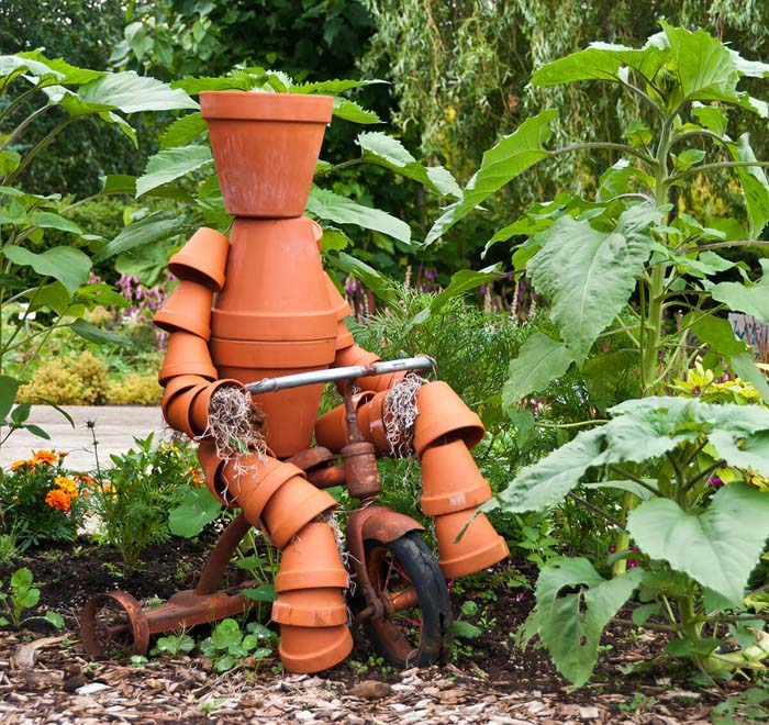 Terra Cotta Clay Pot Garden Person #flowerpot #clay #garden #decorhomeideas
