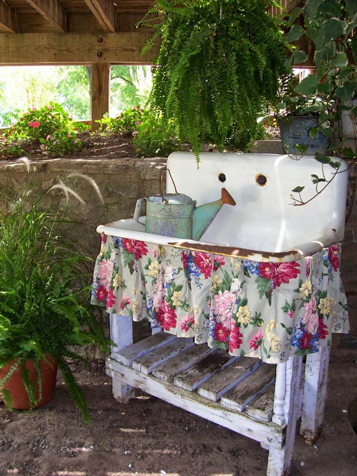 Upcycled Antique Sink Garden Decoration #vintage #garden #decoration #decorhomeideas