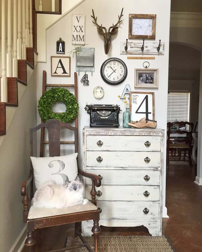 Vintage Pieces Create an Inviting Entryway #wall #gallery #decor #decorhomeideas